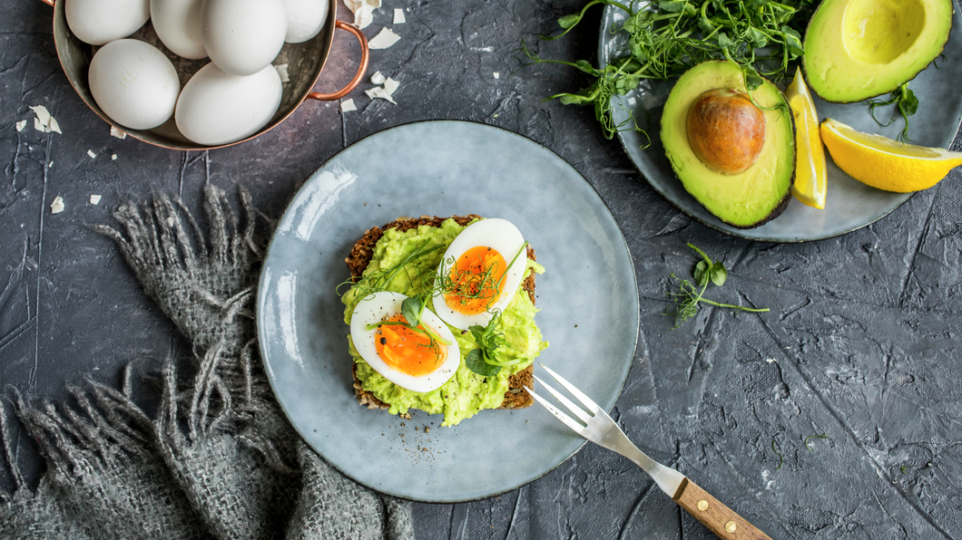 Brødskive med egg og avokado