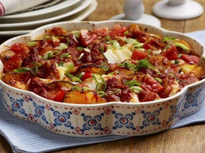 Lettsaltet torsk med poteter og tomater