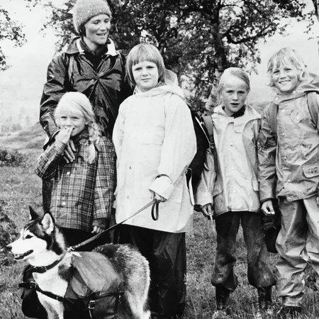 Cecilie, Julie og resten av familien Maske på tur