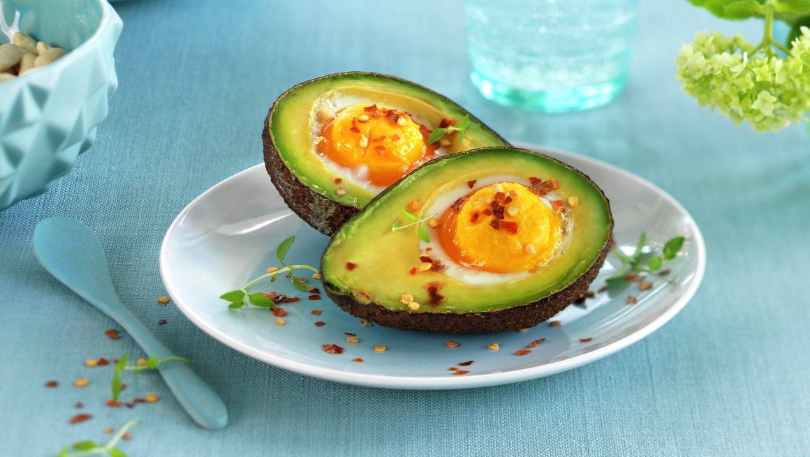 Bakt egg i avokado