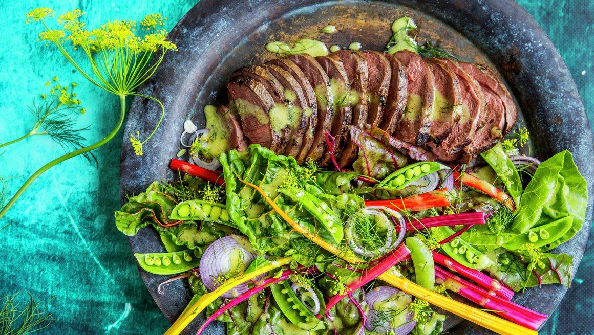 Reinsdyrstek med mangoldsalat