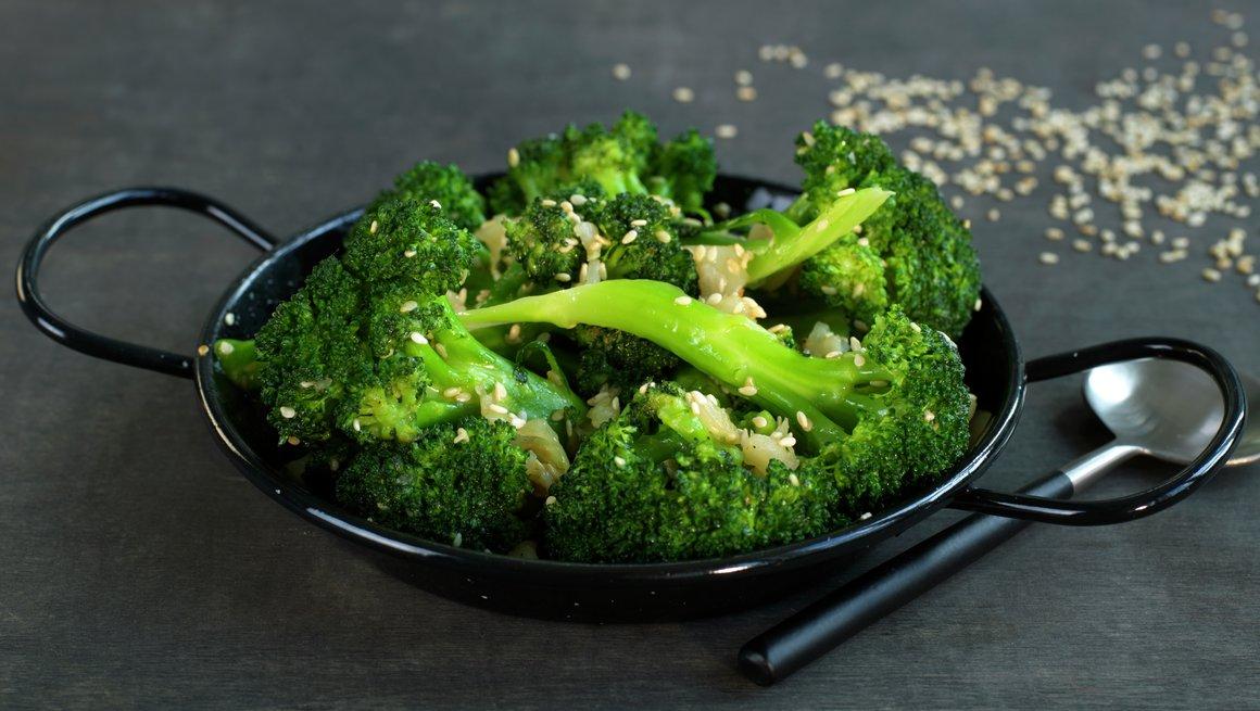 Brokkoli med hvitløk og sesam