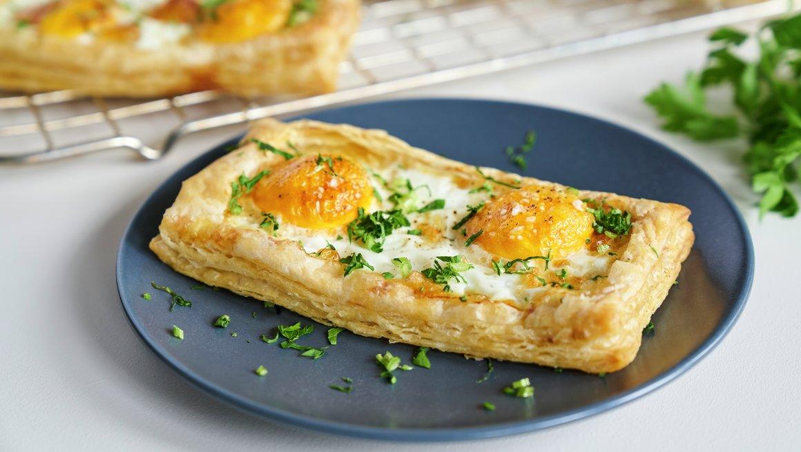 Butterdeig med egg og ost