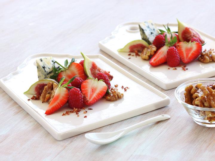 Fiken- og bærsalat med sprøstekt bacon
