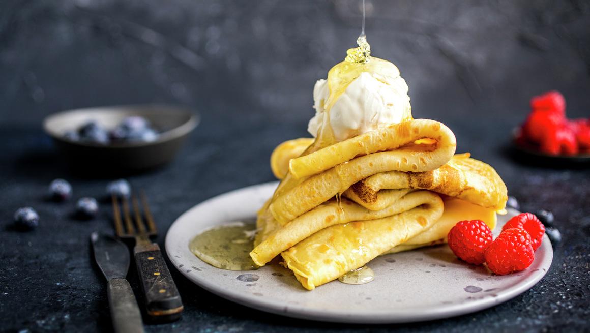 Lune pannekaker med is og bær