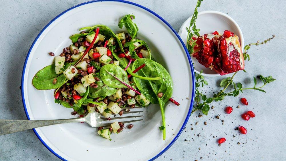 Salat med byggryn, selleri og eple