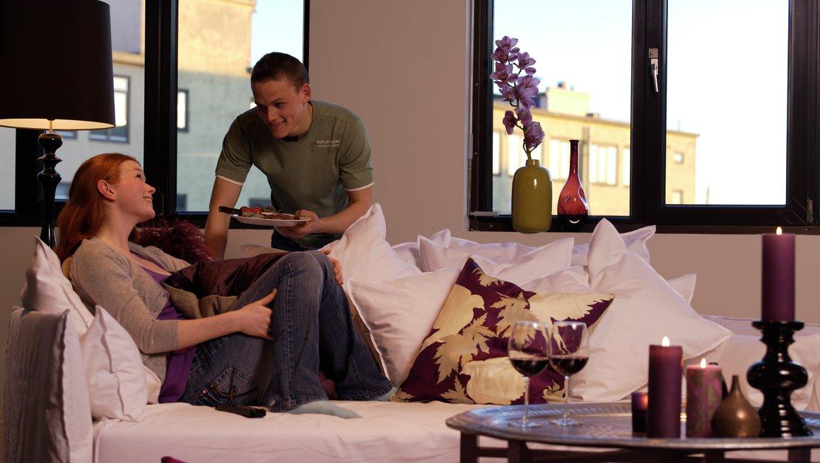 Par i sofaen