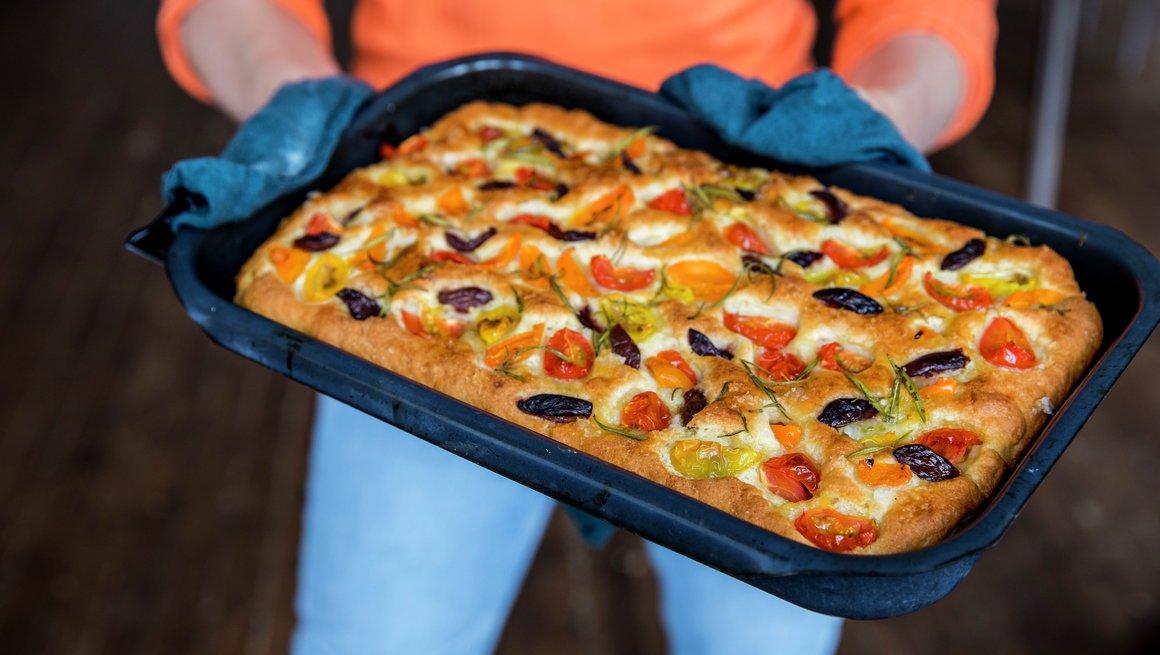 Glutenfri focaccia med tomater alternativt bilde