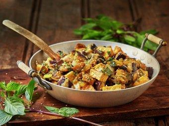 Tofu og aubergine med basilikum
