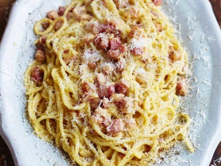 Gennaro's classic spaghetti carbonara (Jamie Oliver)