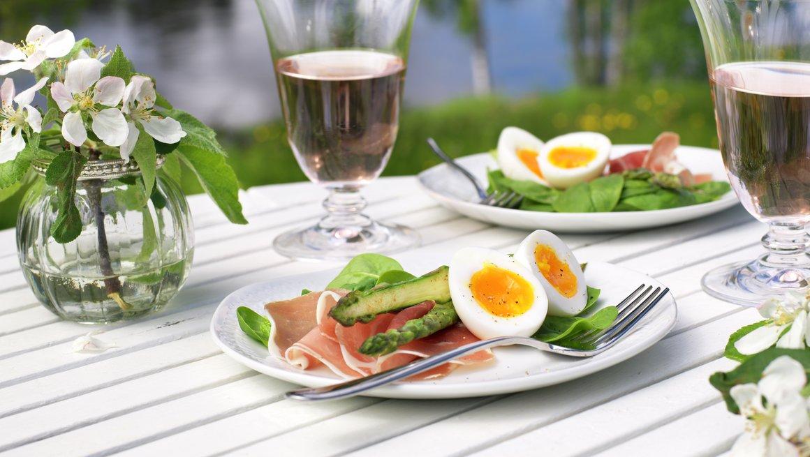 Spekemat med smilende egg