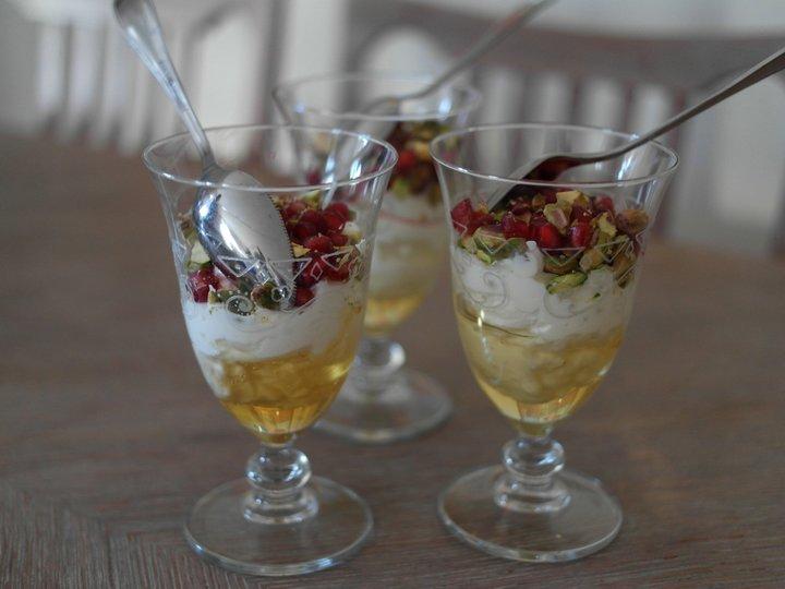 Gresk yoghurt med granateple og pistasj