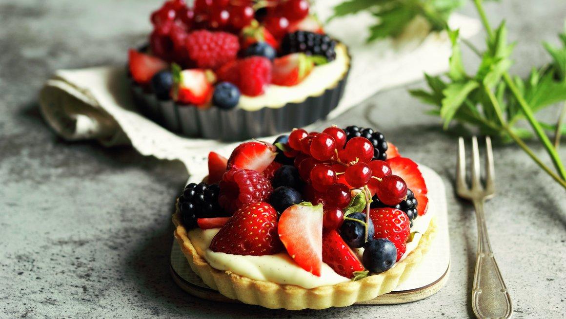 Pai med skogsbær og hagebær