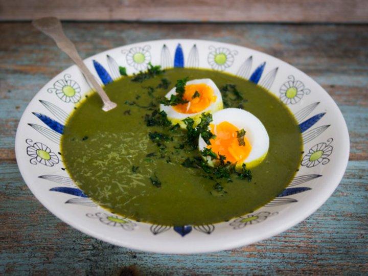 Grønnkålsuppe med egg