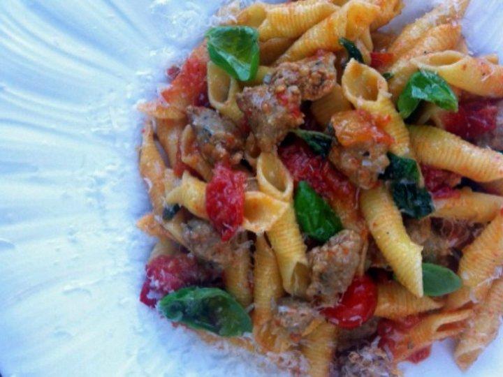 Garganelli med salsiccia og tomat