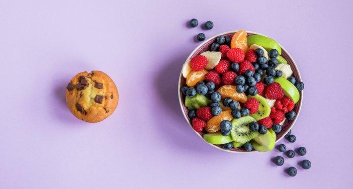 Fruktsalat vs. muffin med sjokolade