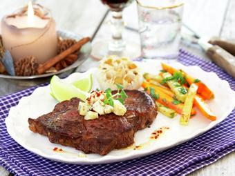 Entrecôte med bakt hvitløk og marinert feta