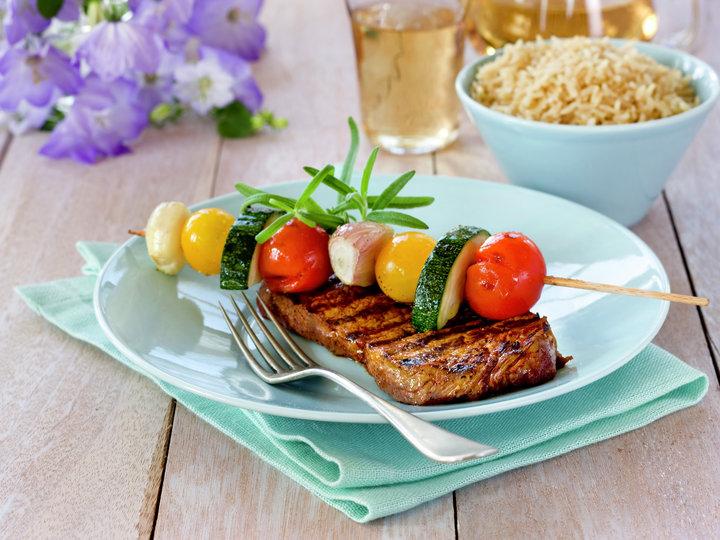 Marinert biff med grønnsakesspyd