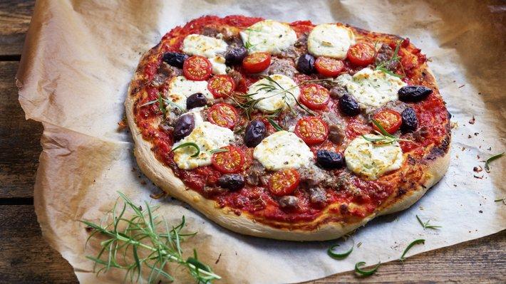 Pizza med lammeskav og chevre